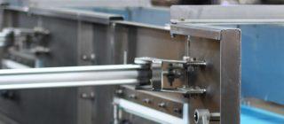 Plough Off Conveyor - Flat belt conveyor with pneumatically actuated diverter off doors